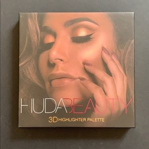 Huda Beauty Gold Sand Warm Gold 3D highlighter
